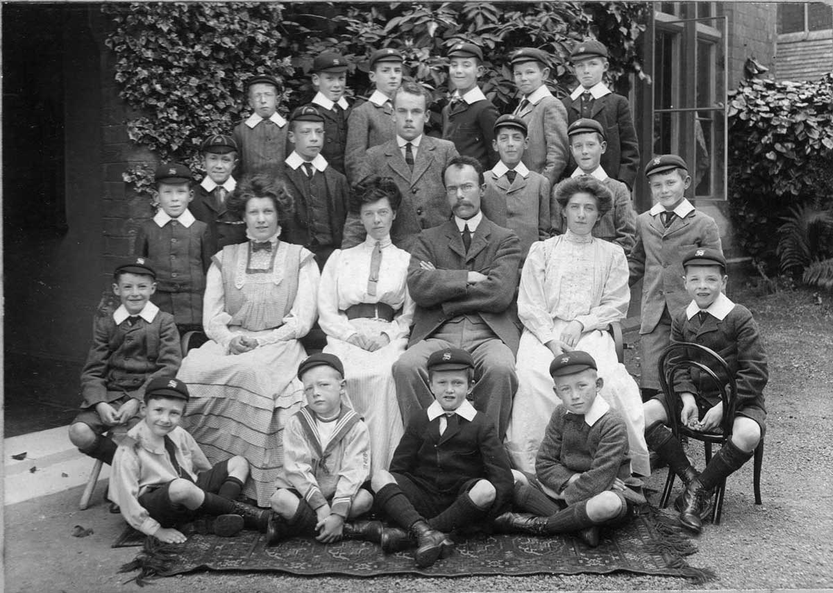 Southlea pupils and teachers circa 1917