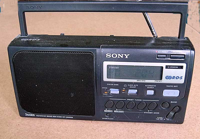 Sony analogue FM/MW radio with digital tuner and display